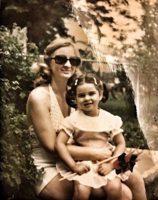 Lisa Ray with her mother Jennifer Dutta