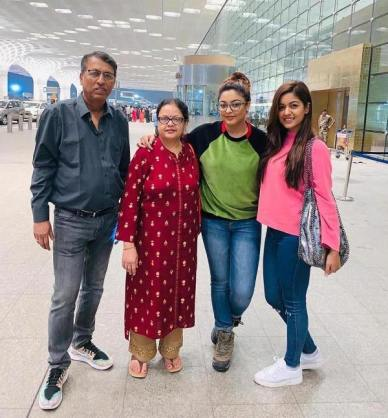 Ishita with her sister Dhanushree and her parents