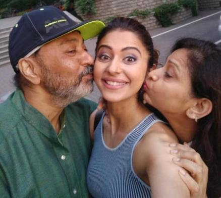 Rakul Preet Singh with her mo ther and father