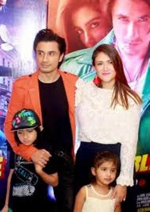 Ali Zafar With His Wife And Children