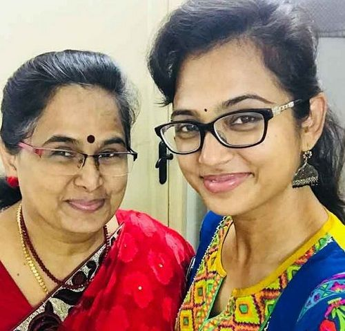 Ramya Pandian and her mother