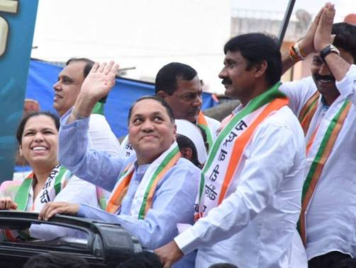 Dilip Walse Patil, along with his daughter (left) and other NCP party workers, campaigning in Ambegaon constituency ahead of 2019 Maharashtra Legislative Assembly election