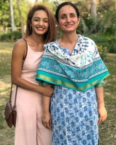 Aarushi Dutta with her mother