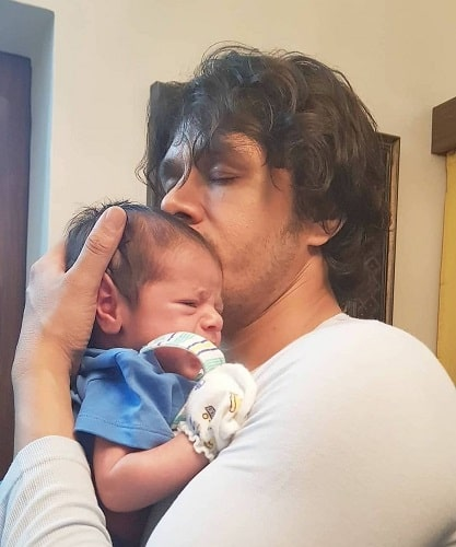Aniruddh Dave with his son