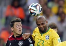 Gjermani Mesut Ozil,me brazilianin Maicon