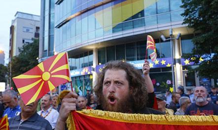 Ish negociatori i paqes  Në Shkup po luhet me zjarrin