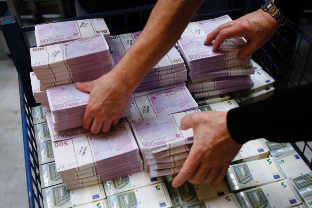 Eshtë bërë keq për lekë  por euro ka me shumicë  zbret afër 130 lekëve