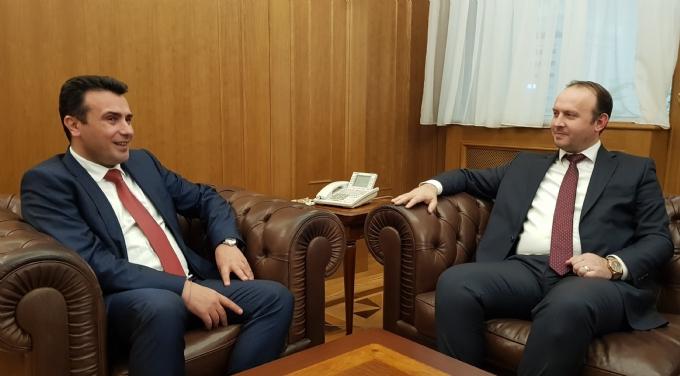 Zoran Zaev takim gjatë javës me Afrim Gashin  bisedime për hyrje në qeveri