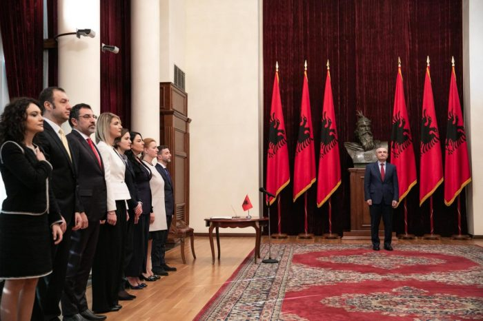 Zëvendëskryeministri Braçe dhe anëtarët e rinj të Këshillit të Ministrave betohen para Presidentit të Republikës