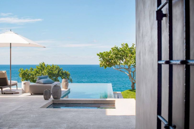 The one at Villa Tesoro is just one of the dozens of infinity pools in which the villas and rooms of the peninsula end up.