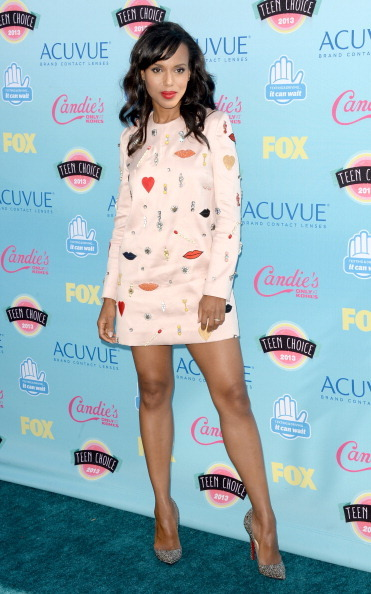 Kerry Washington goes all Olivia Pope on the red carpet interviewer at the Teen Choice Awards 2013. While wearing Stella McCartney, natch.