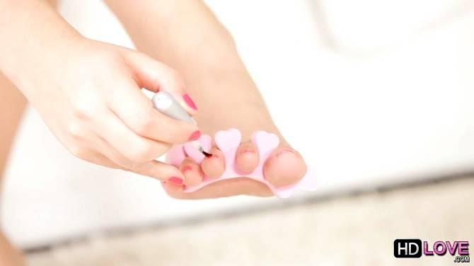 Valentina Nappi applies toe polish to her feet