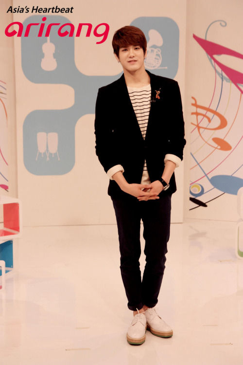 @arirangworld: I'd like to introduce a new and hot MC of Pops in Seoul, #Peniel of #BTOB. pic.twitter.com/x6qlhcNwHO