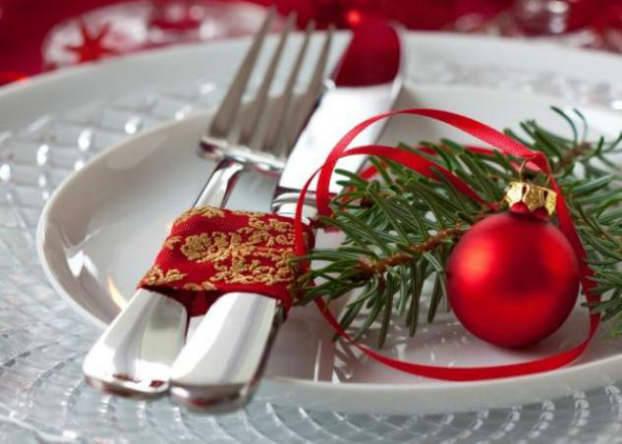 Traditional Christmas Table Decoration