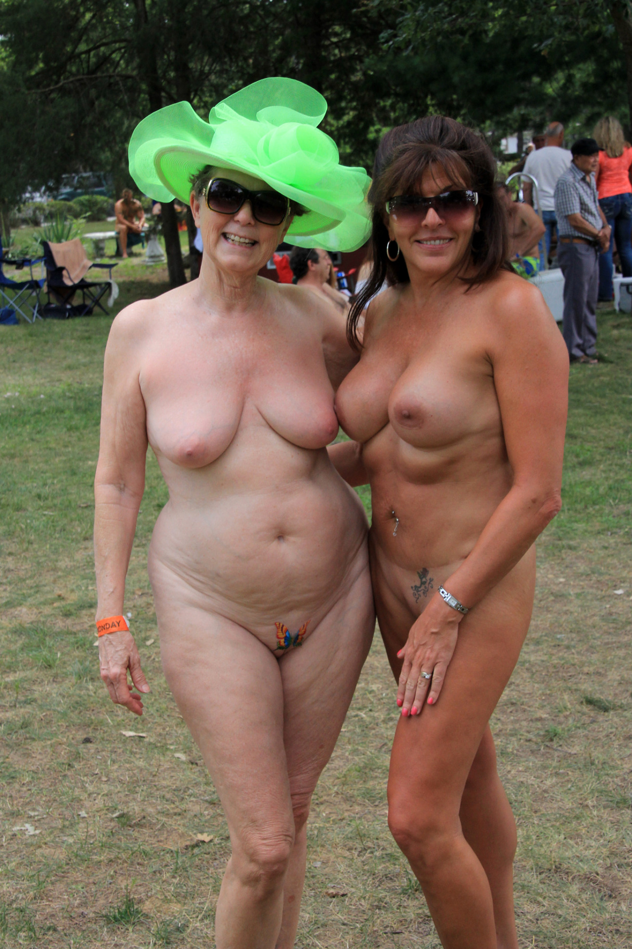 Older women pictures naked Old Pussy
