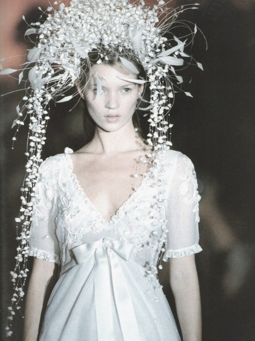 lamorbidezza:Kate Moss at Blumarine Fall/Winter 1994