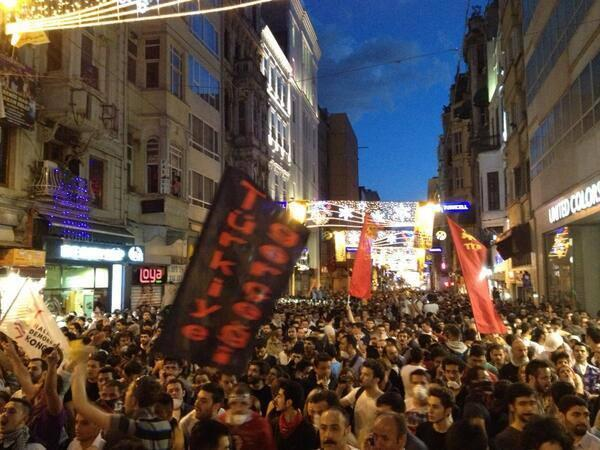 Despite heavy crowds on Istiklal Ave, there are reports of many wounded in surrounding streets.