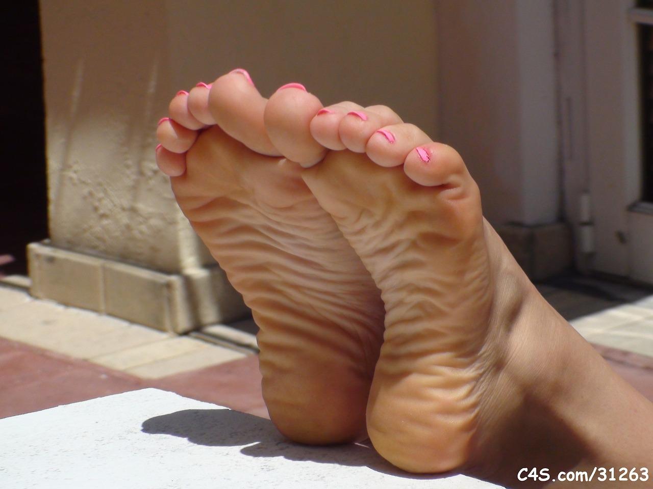 Wrinkled soles milf