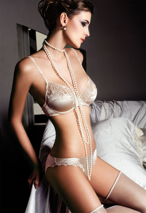 dentellenoire:  Pearls