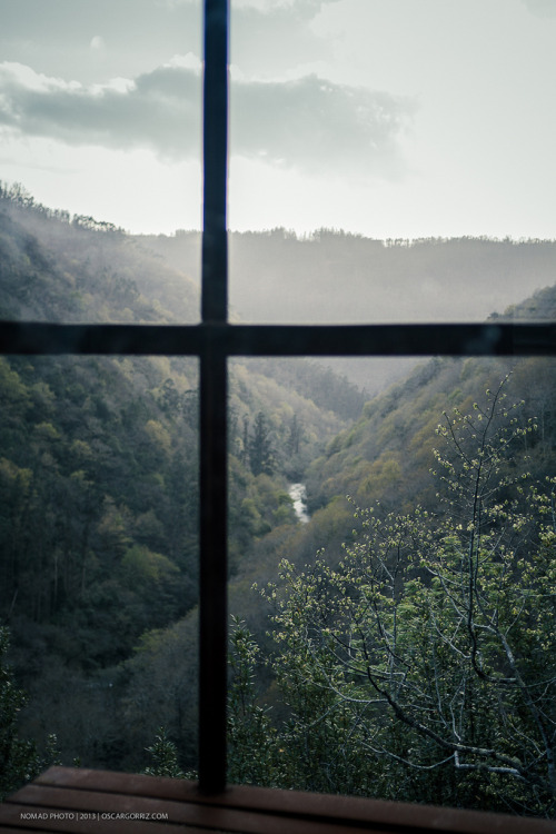brutalgeneration:</p> <p>fragas do Eume III (by NOMMAD PHOTO)</p> <p>A ROOM WITH A VIEW<br /> A NICE VIEW TO WAKE UP TO EACH MORNING.<br /> FAR FROM BUILDINGS AND PEOPLE.<br /> TO BE ABLE TO BREATHE IN CLEAN AIR AND<br /> FEEL FRESH BREEZES AGAINST YOUR FACE.<br /> I BELIEVE I WOULD LIKE THAT.