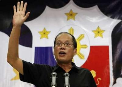 "Philippine President-elect Benigno ""Noynoy"" Aquino III gestures as he announces the members of his Cabinet during a news conference in Quezon City, Metro Manila June 29, 2010. REUTERS/Erik de Castro"