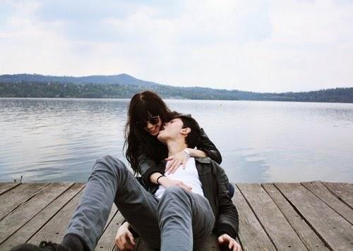Eu quero estar amanhã ao seu lado quando você acordar. Eu quero estar amanhã sossegado e continuar a te amar. Eu quero um sonho realizado, uma criança com seu olhar. Eu quero estar sempre ao seu lado, você me traz paz