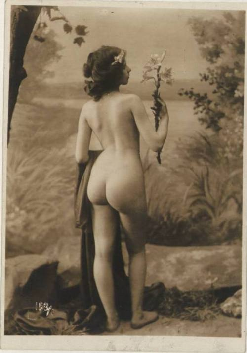 Anonymous nude ,c.1900s from LIFE