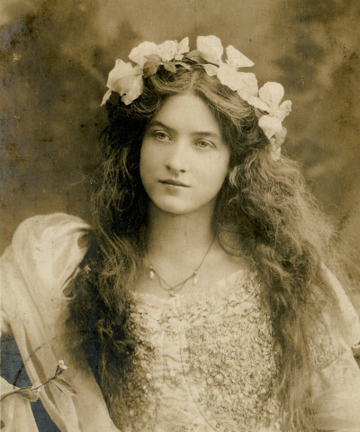 judywald:  The stunning Maude Fealy (1881 - 1971) was a star of the Edwardian stage and silent films. She had a tempestuous love life that included several marriages and a lesbian affair. image is from a vintage postcard.