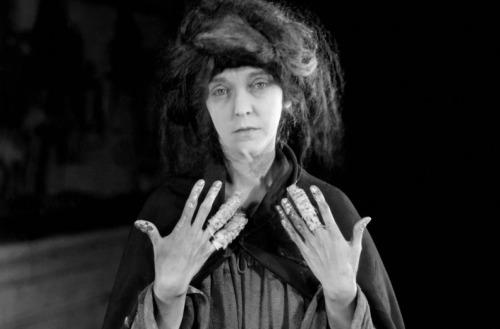 zasupittsfan:  ZaSu Pitts in GREED (1924)