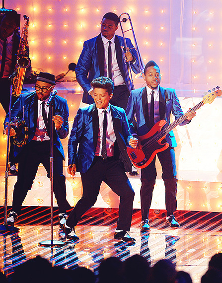 Bruno mars fire to the tags 33 bruno mars concert days excited left meet and greet music m4hsunfo