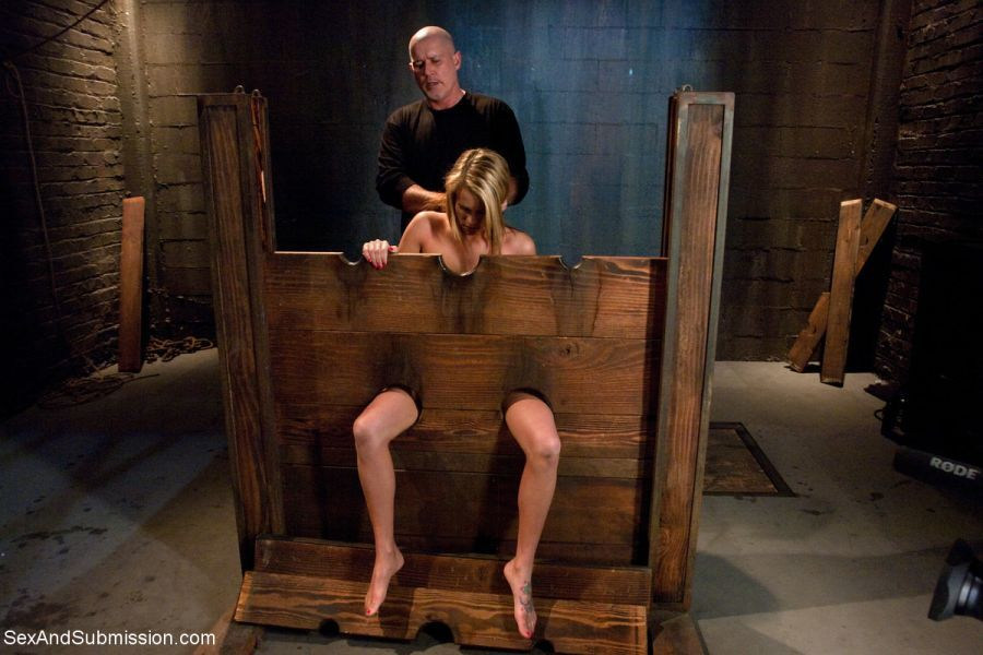 Sex pillory