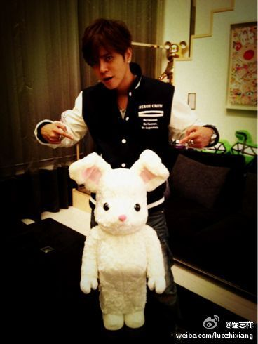 [Show Luo]: 剛收到一個超屌的禮物!開心!超可愛!<br /> Just received a super present! Happy! Super cute!