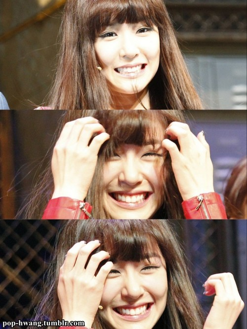 OH TIFFANY SMILE !!!!! ><
