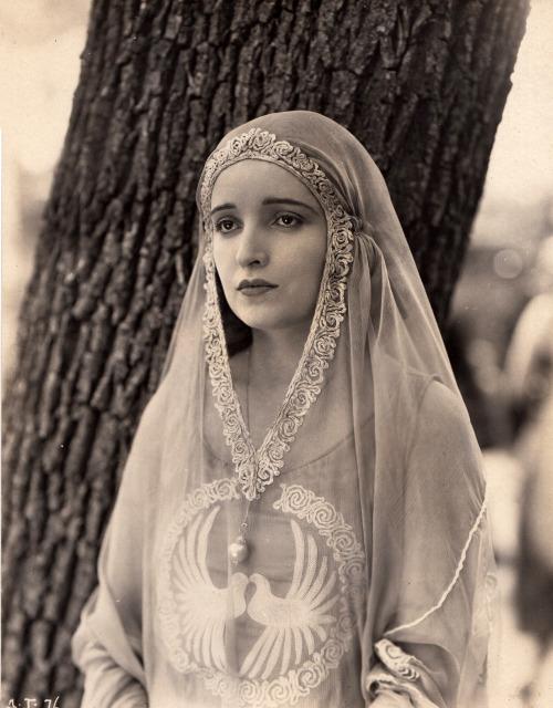 Alice Joyce, 1920 via pickurselfup