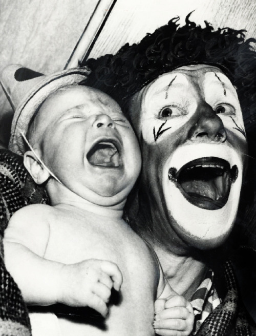 vintagegal:  Baby reacts to a circus clown (1959)  I have the same exact reaction. #NOCLOWNS