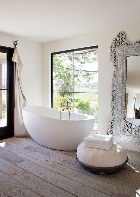 bath tube envy (via Interior. / beautiful bath tub.)<br /><br /><br />