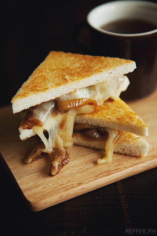 in-my-mouth:</p><br /><br /> <p>Caramelized Onion Grilled Cheese<br /><br /><br />