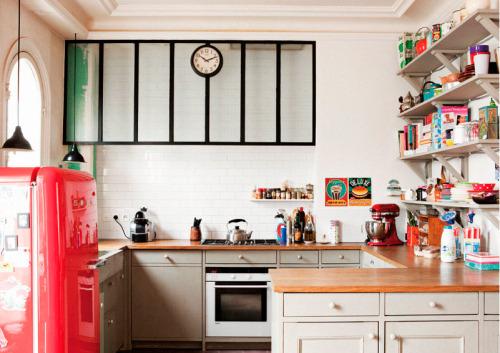 Um, where can I get a cherry red fridge?! myidealhome: happy kitchen with smeg frigde (viacasadevalentina)
