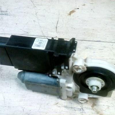 Raammotor links Volkswagen Golf 4 3 Deurs 1J1 959 801 C