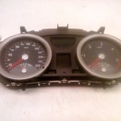 8200399700 B PCAB032115 Dashboardklok Controle Paneel Renault Megane 1.5 DCI (2004)