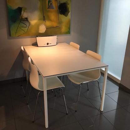 Küchentisch/Esstisch in weiß mit HPL Oberfläche