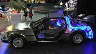 Back to the Future DeLorean huren in Amsterdam-side