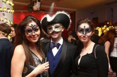 Een gemaskerd feest als bedrijfsfeest of personeelsfeest