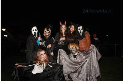 Halloween feest organiseren groepsfoto 2