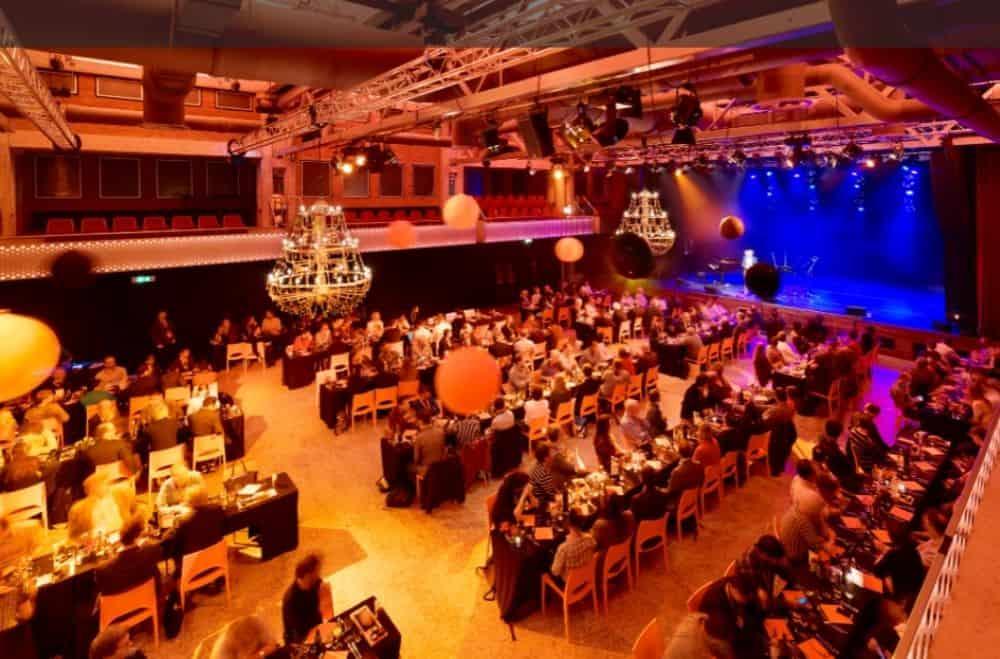 Een congres of zakelijke bijeenkomst tijdens corona organiseren. Kies voor een diner show