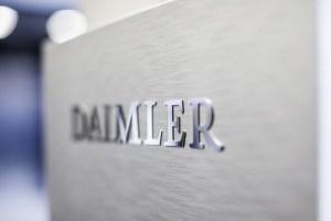 Daimler, suspectat ca ar fi echipat propulsoarele diesel cu sisteme de manipulare a emisiilor