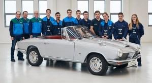 Un cabrio BMW 1600 GT restaurat de ucenici s-a alaturat colectiei de la BMW Group Classic