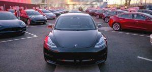 Tesla continua sa surpinda cu noi inovatii in domeniul service-ului