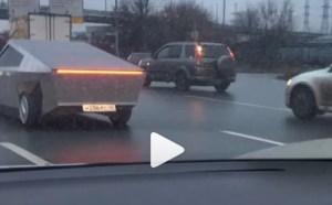 Tesla Cybertruck are o… replică rusească!