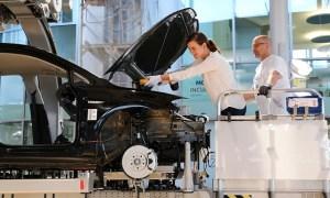 Pentru a evita amenzile CO2, Volkswagen cumpără credite de la alți constructori